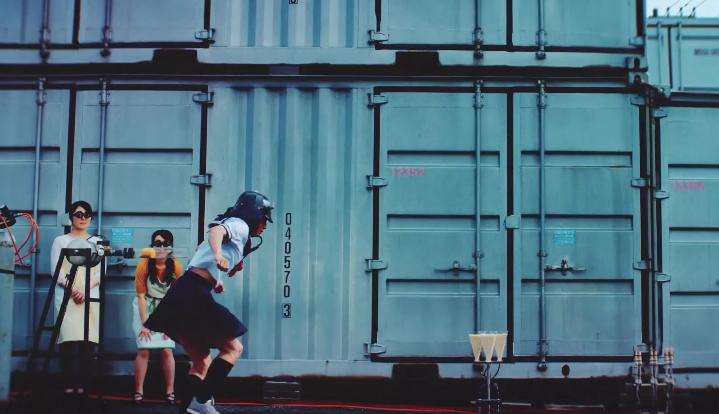 日清泡麵的新廣告,日本的女高中生(?)真的是身懷絕技啊