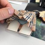 日本繪師開發的掀裙子鑰匙圈,每次開門都是害羞的時刻