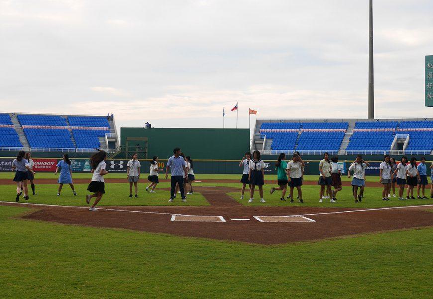 台灣第一次! 熱舞高校在桃園棒球場的開場表演,讓我們熱血整個夏天!